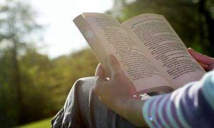 soñar con leer la biblia
