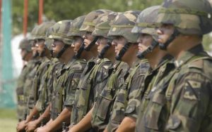 soñar con el ejército
