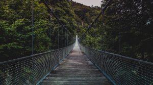 soñar con atravesar un puente