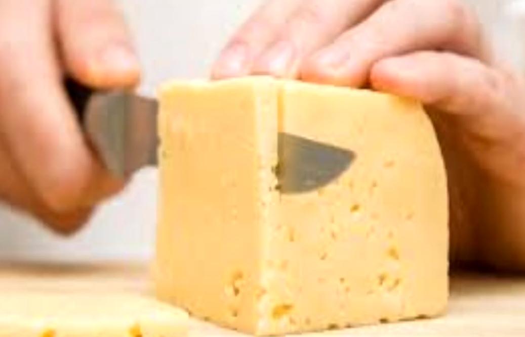Soñar con comer queso